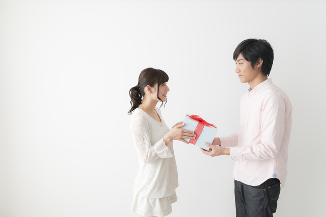 大好きな彼氏が喜ぶプレゼントなら財布がいい!その理由とおすすめブランドをチェック!