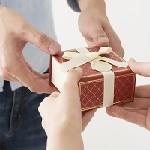 20代のナチュラル系の男性には栃木レザーの財布をプレゼントするのがおすすめ!