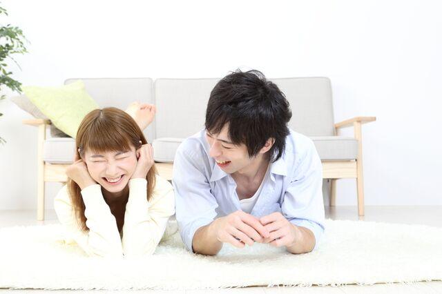厳しい表情からふいに見せる笑顔は女性をキュンとさせて好印象