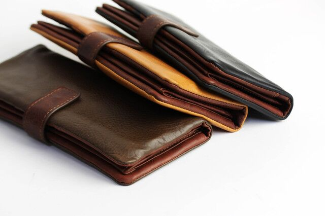 コンパクトな財布ならスーツも型崩れずスタイルキープ!