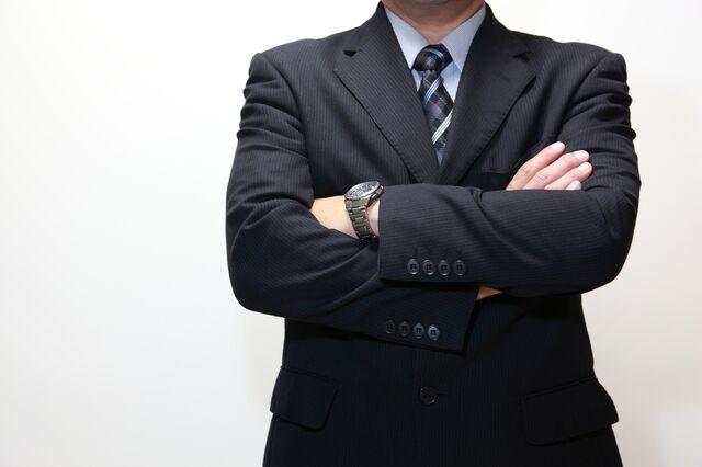 腕時計とともに自信が表れているビジネスマンはスマート!