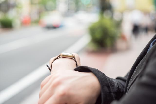 ビジネスマンがつける腕時計のバンド素材